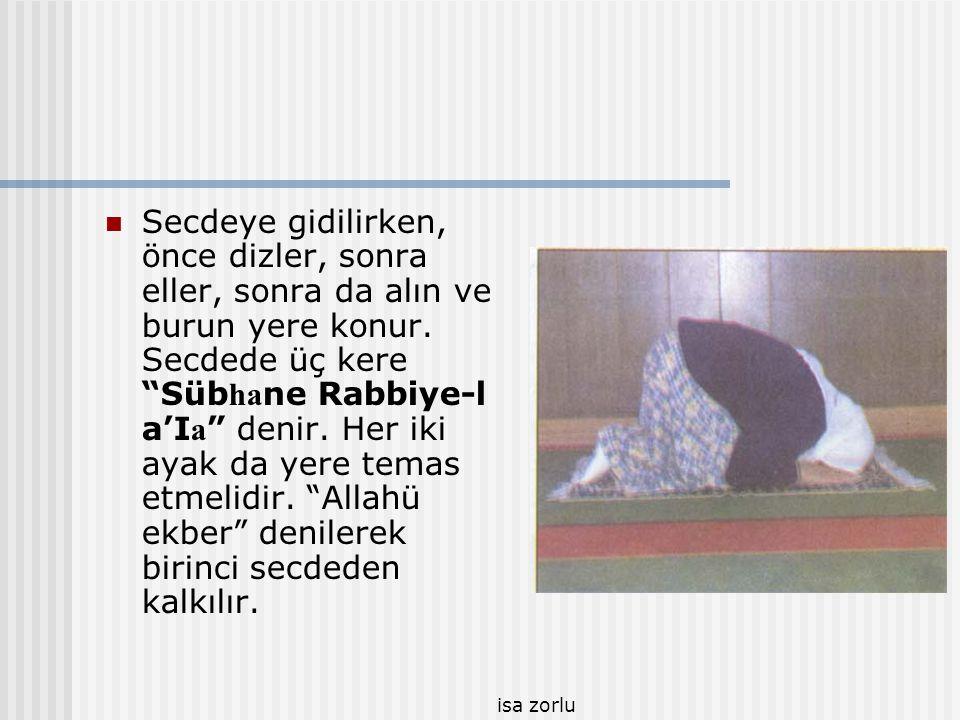 """isa zorlu  Rüküdan """"semi AIlahü Limen Hamideh"""" denilerek doğrulunur. Bu sırada """"Rabben e Leke'l hamd"""" denildikten hemen sonra da """"Allahü ekber"""" denil"""