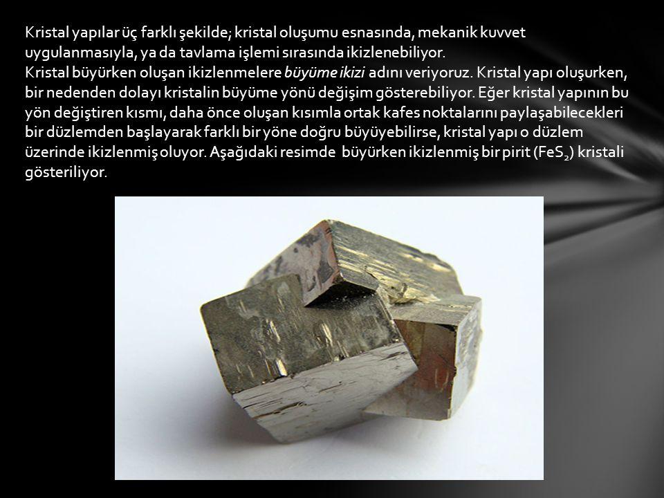 Kristal yapılar üç farklı şekilde; kristal oluşumu esnasında, mekanik kuvvet uygulanmasıyla, ya da tavlama işlemi sırasında ikizlenebiliyor.