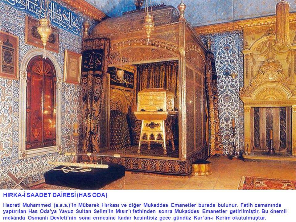 HIRKA-İ SAADET DAİRESİ (HAS ODA) Hazreti Muhammed (s.a.s.)'in Mübarek Hırkası ve diğer Mukaddes Emanetler burada bulunur. Fatih zamanında yaptırılan H