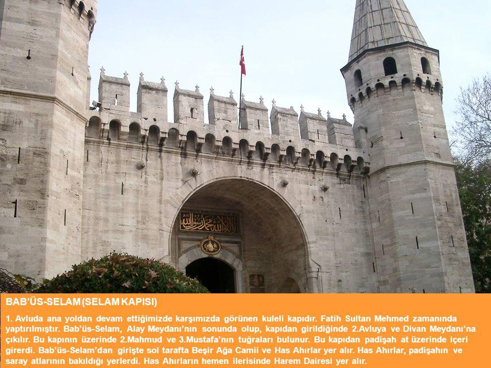 BAB'ÜS-SELAM (SELAM KAPISI) 1. Avluda ana yoldan devam ettiğimizde karşımızda görünen kuleli kapıdır. Fatih Sultan Mehmed zamanında yaptırılmıştır. Ba