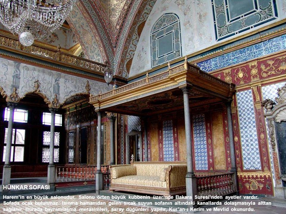 HÜNKAR SOFASI Harem'in en büyük salonudur. Salonu örten büyük kubbenin üzerinde Bakara Suresi'nden ayetler vardır. Sofada ocak bulunmaz. Isınma hamamd