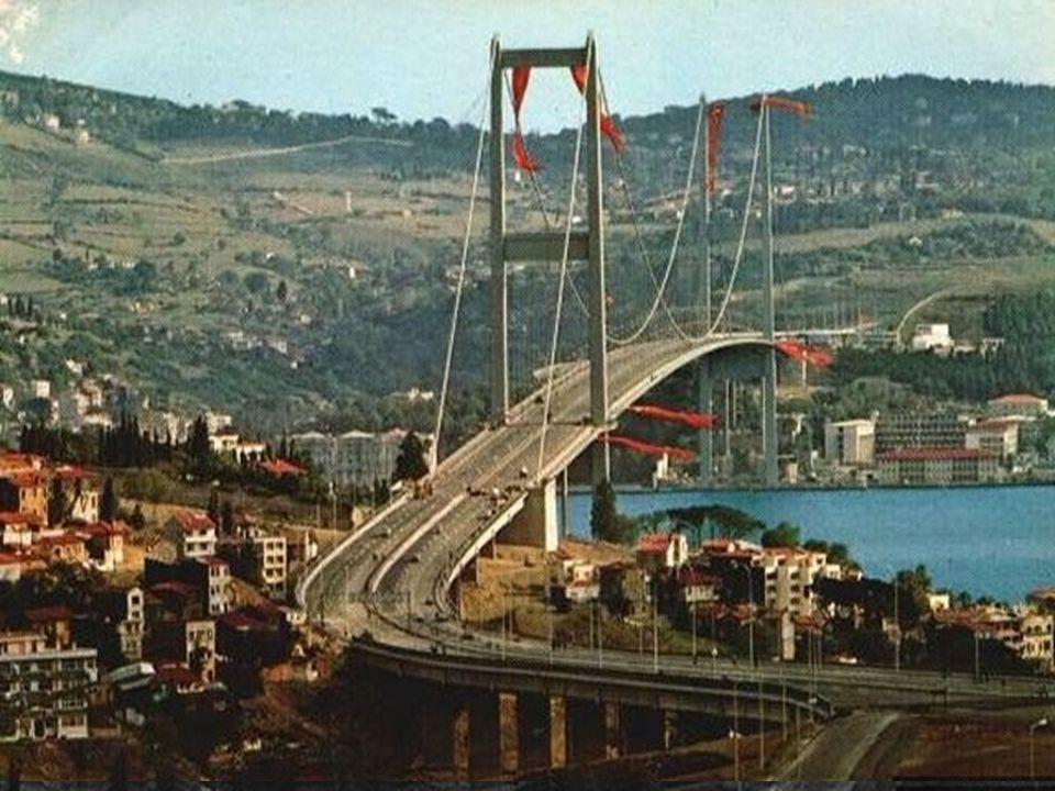 30 Ekim 1973 Tören alanına doğru, yayaların yürüyüşü başladı...