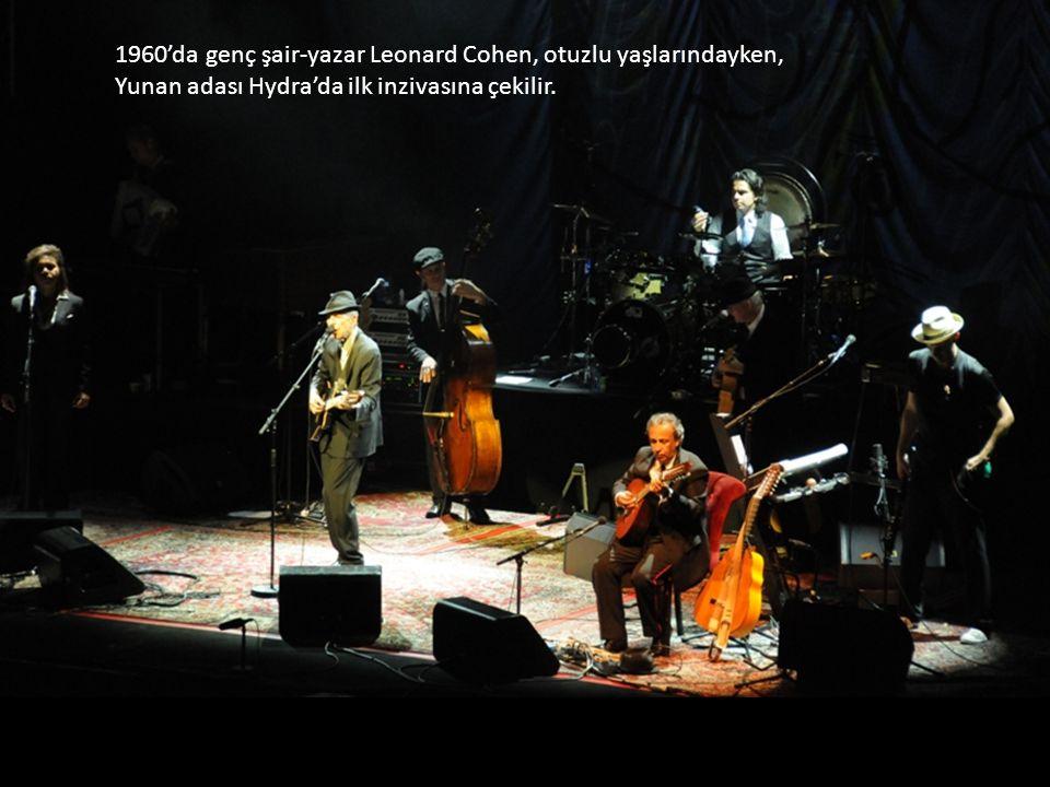 1960'da genç şair-yazar Leonard Cohen, otuzlu yaşlarındayken, Yunan adası Hydra'da ilk inzivasına çekilir.