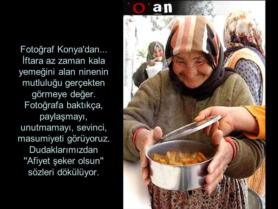 Fotoğraf Konya'dan... İftara az zaman kala yemeğini alan ninenin mutluluğu gerçekten görmeye değer. Fotoğrafa baktıkça, paylaşmayı, unutmamayı, sevinc