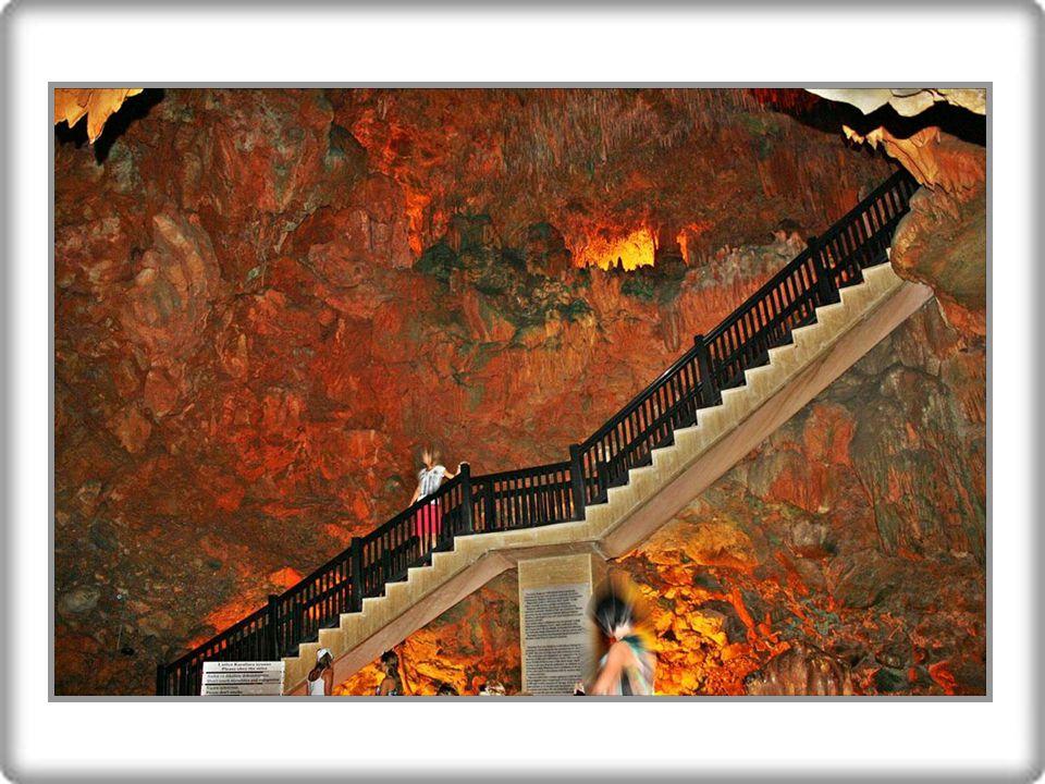 Alanya'nın dünyaca ünlü mağarası Damlataş'tır.