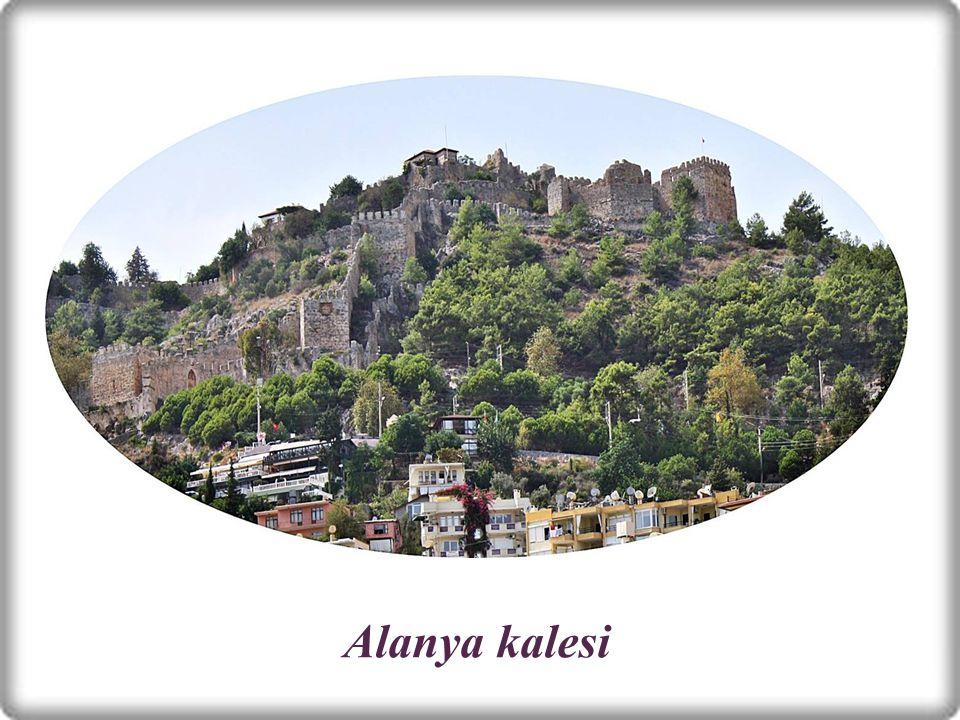 AntalyaAntalya nın ilçesi Alanya nın simgelerinden biri olan kale.