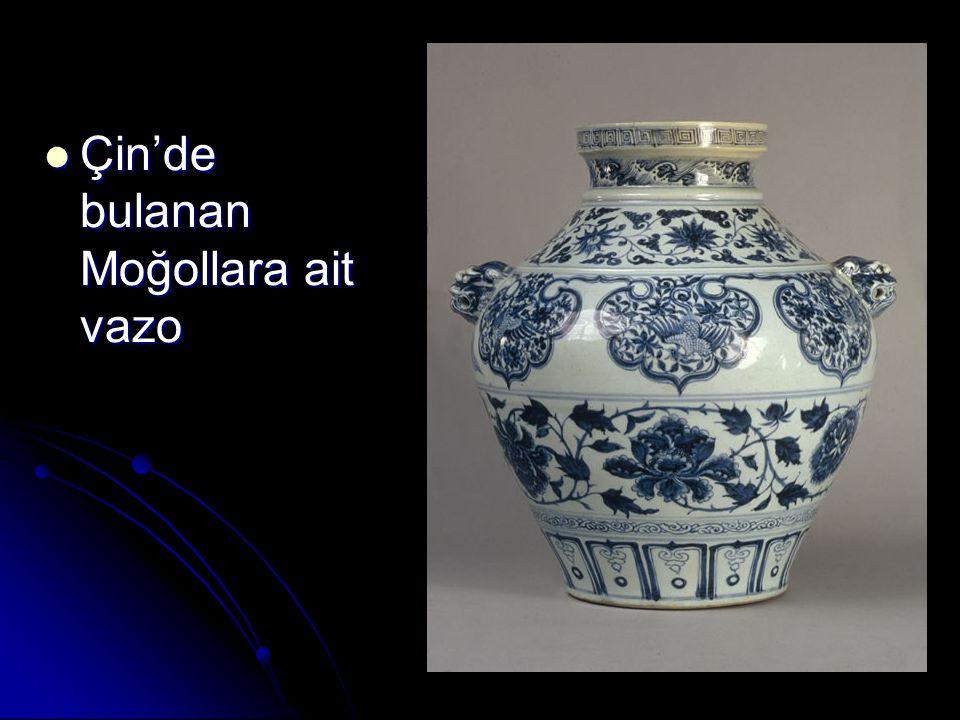  Çin'de bulanan Moğollara ait vazo