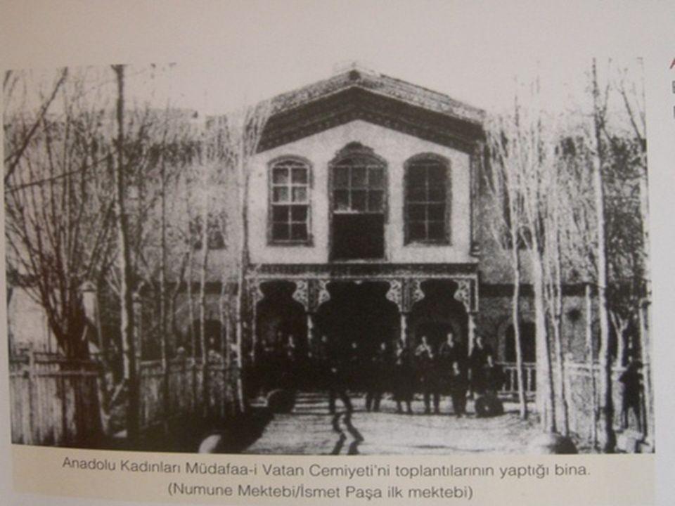 Sivas Valisi Reşit Paşa'nın eşi Melek Reşit Hanımın başkanlığında kurulan Sivas Anadolu Kadınları Müdafaa- i Vatan Cemiyeti 9 Aralık 1919 tarihinde resmen kurulmuş olan Anadolu Kadınları Müdafaa-i Vatan Cemiyeti 16 kişilik yönetim kurulu ve 800 kişilik üyeye sahipti.