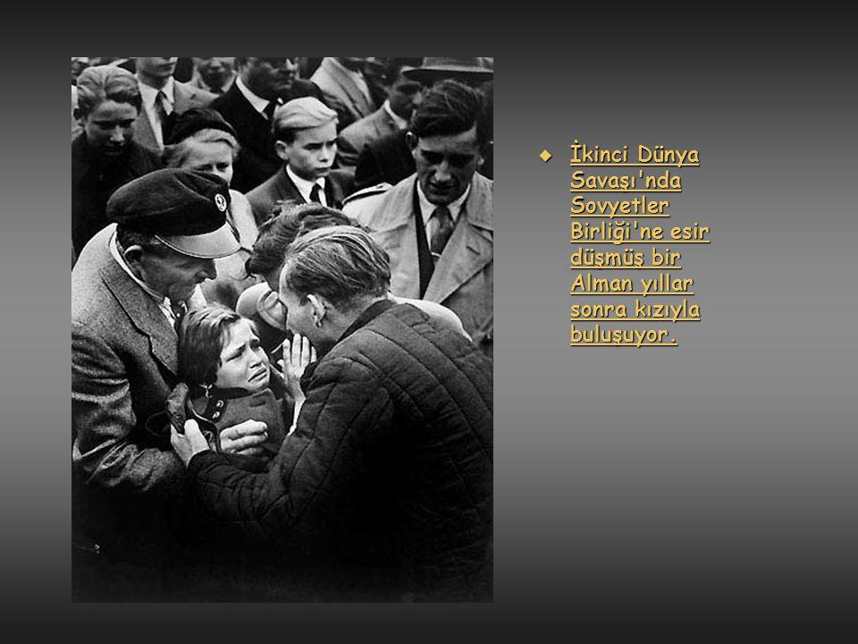  1962 yılında Venezuella da Sniper tarafından vurulan bir asker son anlarında papaza tutunuyor...