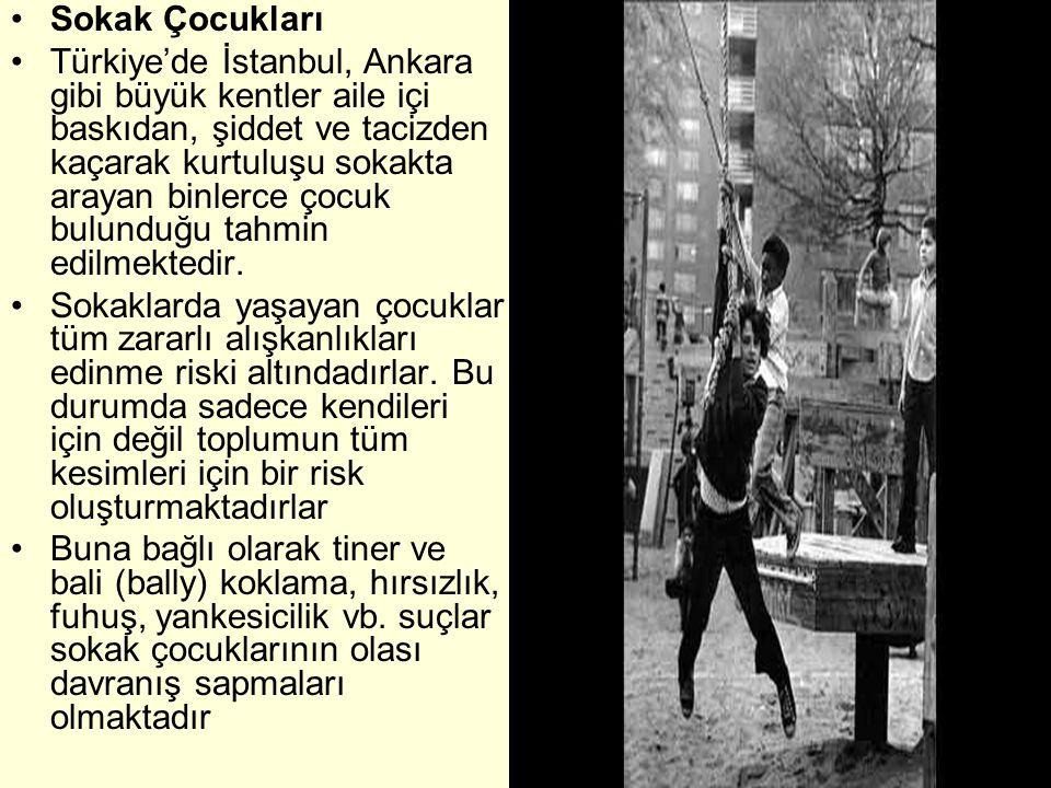 •Sokak Çocukları •Türkiye'de İstanbul, Ankara gibi büyük kentler aile içi baskıdan, şiddet ve tacizden kaçarak kurtuluşu sokakta arayan binlerce çocuk