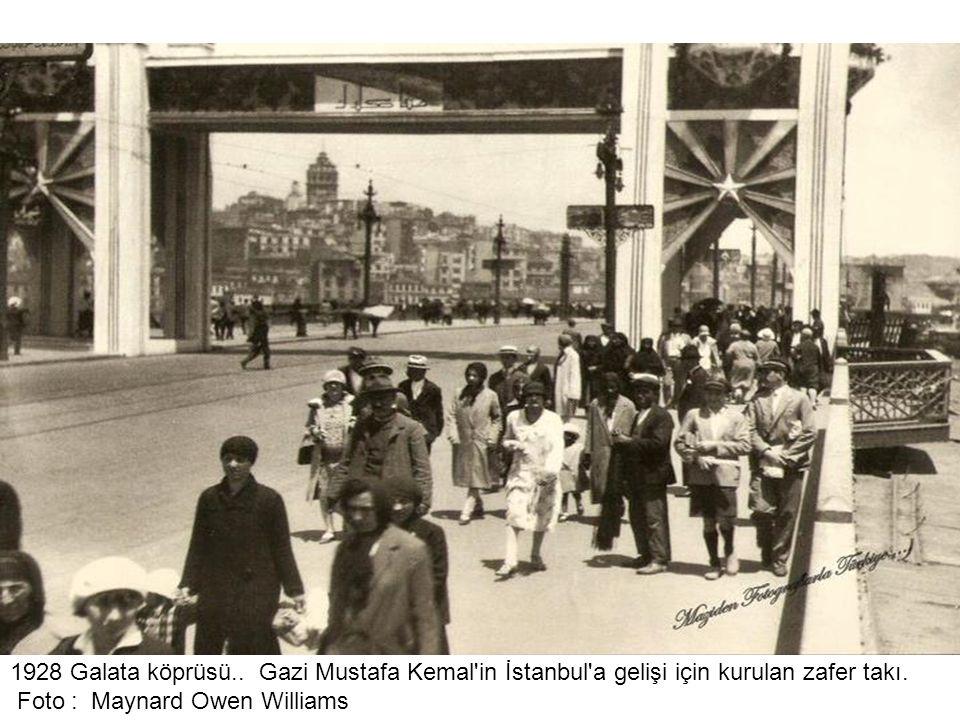 İstanbul itfaiyesi 1928 Haliçten su çekerken Foto : Maynard Owen Williams......