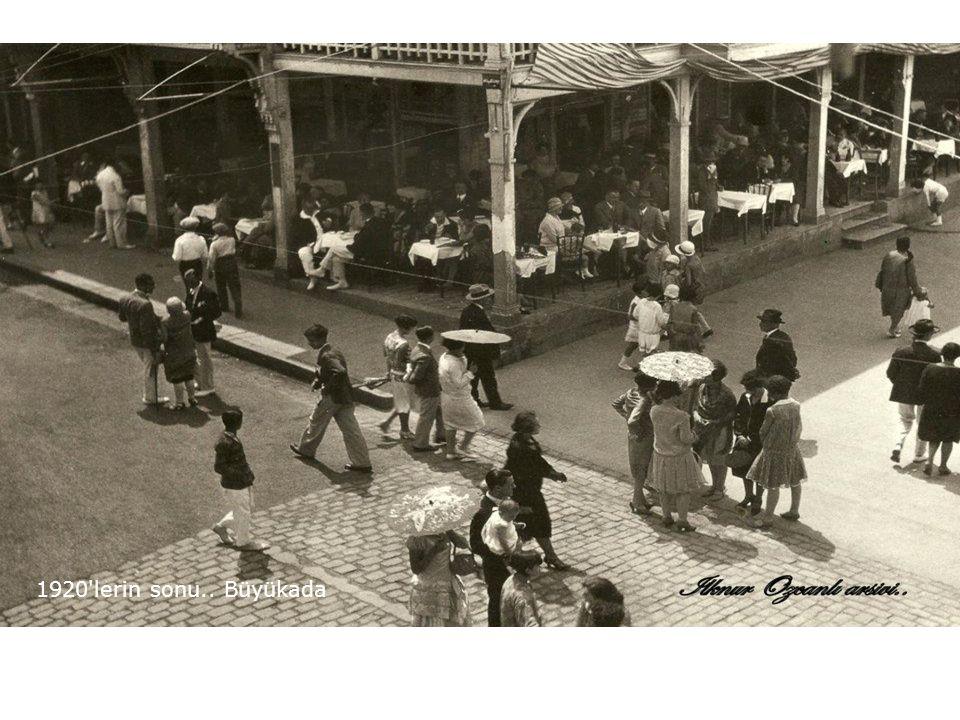1928 Galata köprüsü..Gazi Mustafa Kemal in İstanbul a gelişi için kurulan zafer takı.