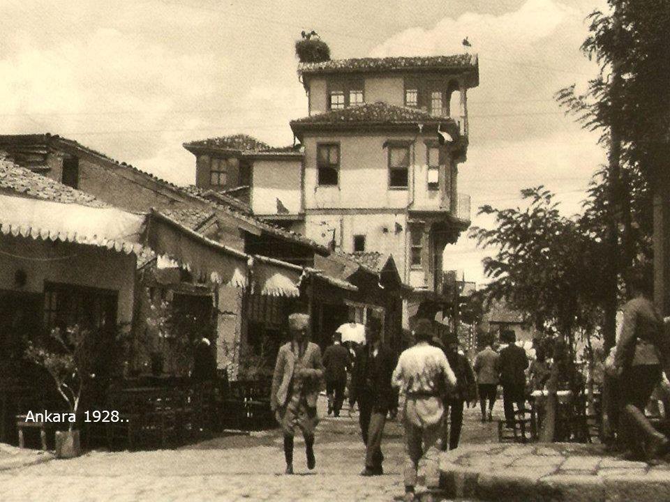 Zir vadisinde (Ankara) çamaşır günü.. 1929 Foto : Maynerd Owen Williams....
