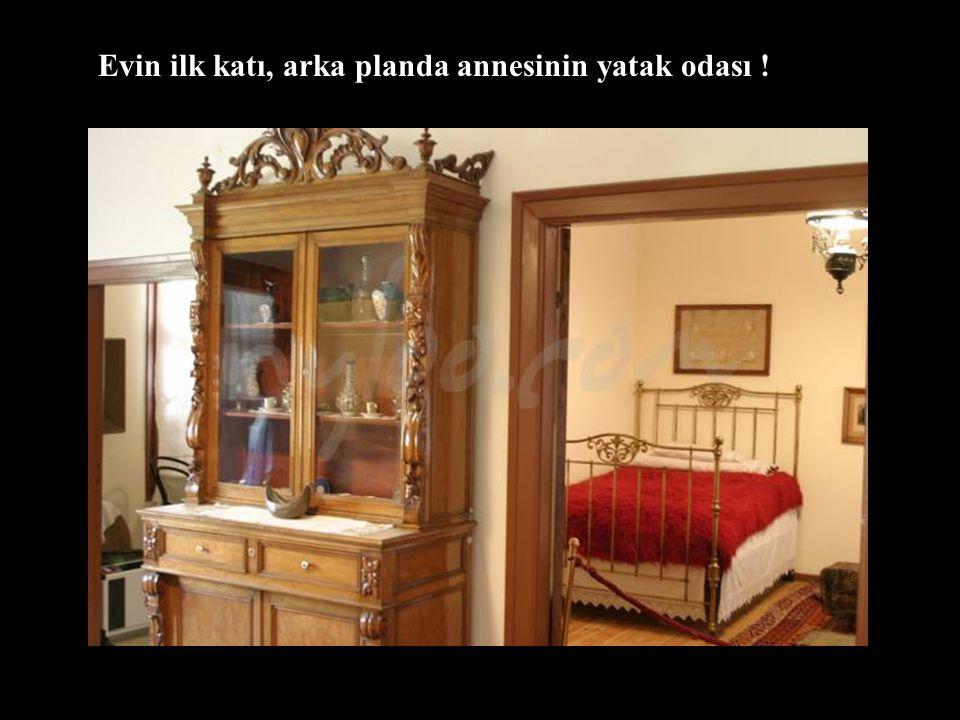 Agiou Dimitriou Caddesindeki ev, Türk Konsolosluğunun yanındadır. İşte o merak ettiğimiz Ata'nın doğduğu evin içi !!!
