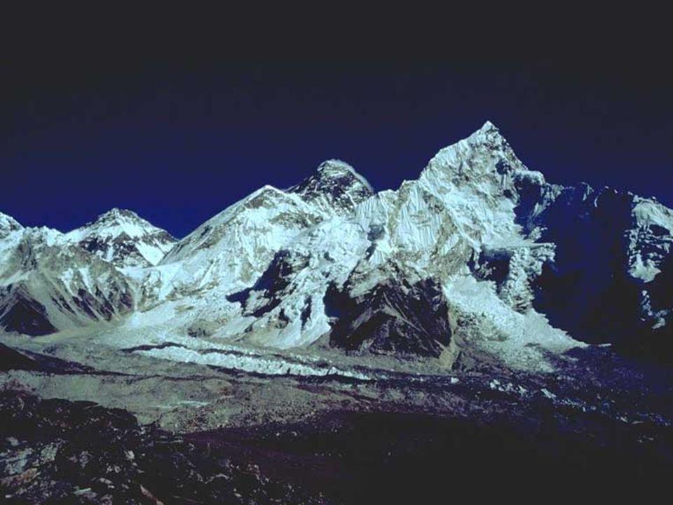 Yakların boynundaki çan sesleri arasında, bir zamanlar kalp ve akciğere ilişkin verilerin toplandığı, deneylerin yapıldığı 4570 metreler geride kaldıktan sonra, dünyanın en yüksek manastırları, donmuş nehirler geçilecek; pek çok ülkenin seçme tırmanıcısının buluştuğu, dünyanın yedi kıtasındaki en yüksek zirvelerin bazılarından daha yüksek ya da aynı yükseklikteki Khumbu Buz Çağlayanı'nın dibindeki Everest Ana Kampı'na varılacak.