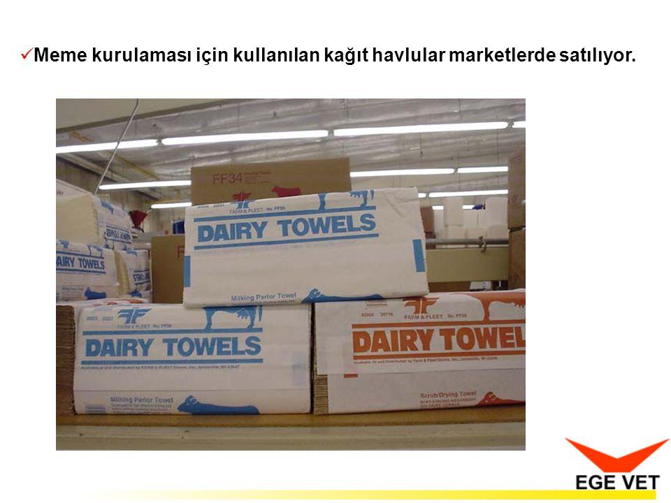  Meme kurulaması için kullanılan kağıt havlular marketlerde satılıyor.