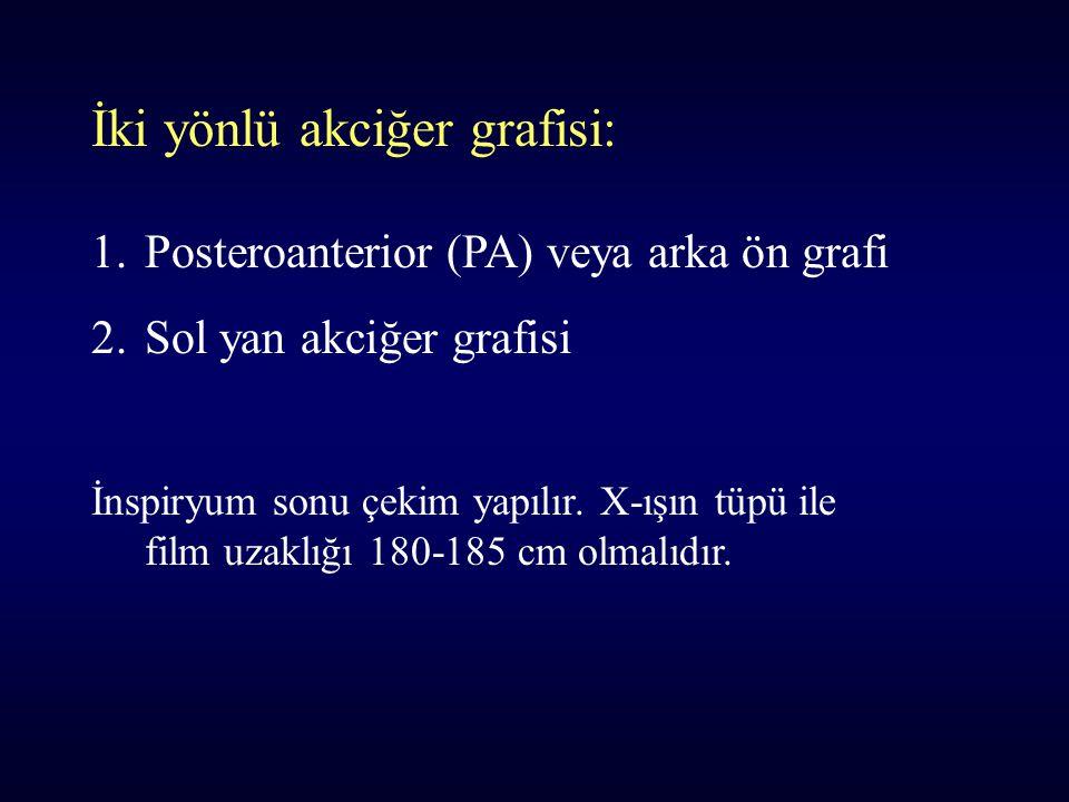 İki yönlü akciğer grafisi: 1.Posteroanterior (PA) veya arka ön grafi 2.Sol yan akciğer grafisi İnspiryum sonu çekim yapılır. X-ışın tüpü ile film uzak