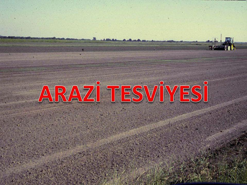 Arazi sınırları, sulama ve drenaj kanalları gibi mevcut tesislerinde yerleri belirlendikten sonra 1/1000 veya 1/2000 ölçek ile söz konusu arazi milimetrik kağıda çizilir.