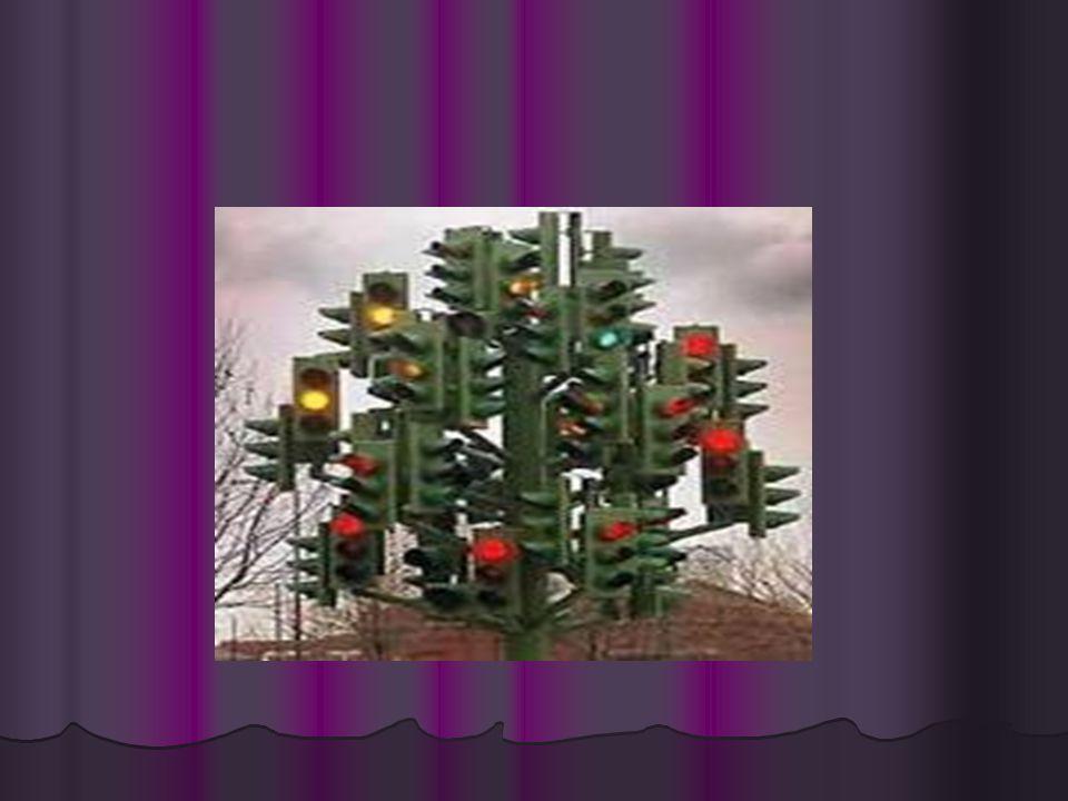 """•1923' te Gervett A. Morgan, elektrikli trafik ışıklarını geliştirdi. Üzerinde """"dur"""" ve """"geç"""" yazan trafik işaret kolları, ilk kez 1868' de kullanılmı"""