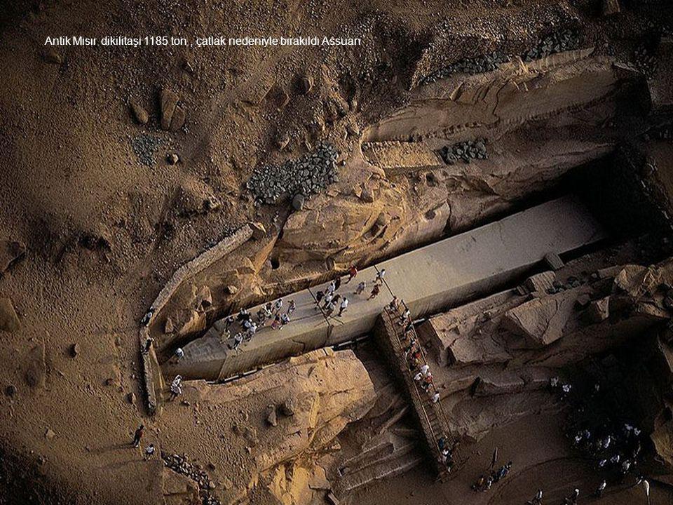 Antik Mısır dikilitaşı 1185 ton, çatlak nedeniyle bırakıldı Assuan
