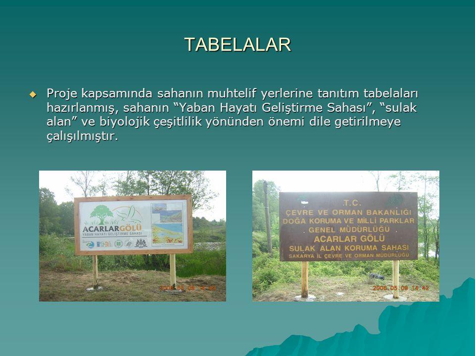 """TABELALAR  Proje kapsamında sahanın muhtelif yerlerine tanıtım tabelaları hazırlanmış, sahanın """"Yaban Hayatı Geliştirme Sahası"""", """"sulak alan"""" ve biyo"""