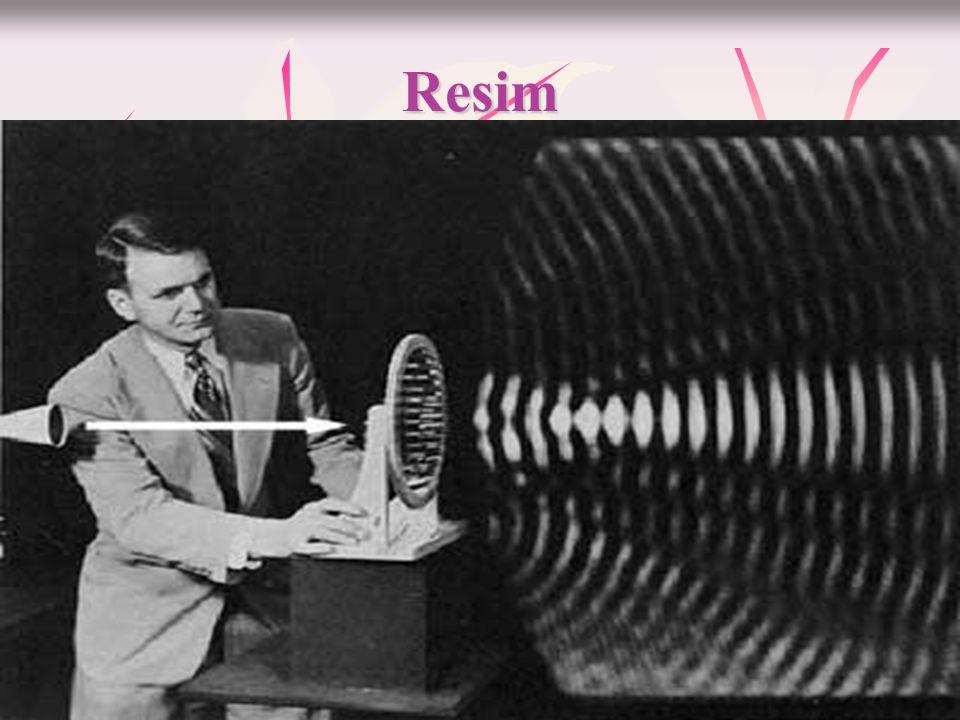 Maddesel Ortam  Ses her ortamda aynı hızla yayılmaz.Sesin oluşması ve yayılması için maddenin taneciklerinin titreşmesi gerektiğini biliyoruz.  Sesi