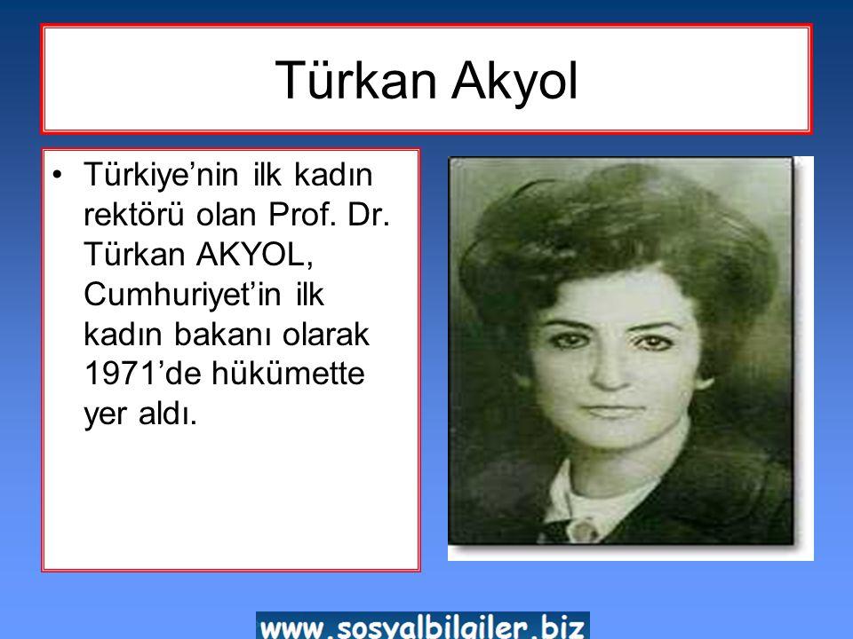 Gül Esin •1933 yılında Türkiye'nin ilk kadın muhtarı seçilen Gül Esin, Aydın'ın Çine İlçesi, Karpuzlu Bucağı'nın muhtarlığını yaptığı dönemde Atatürk