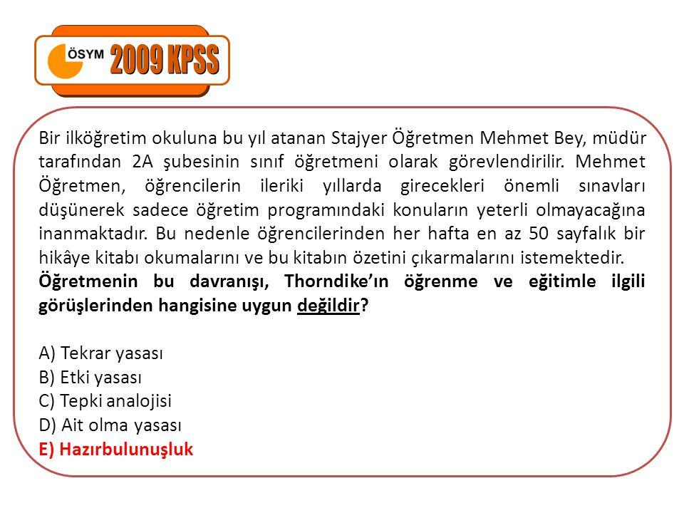 Bir ilköğretim okuluna bu yıl atanan Stajyer Öğretmen Mehmet Bey, müdür tarafından 2A şubesinin sınıf öğretmeni olarak görevlendirilir.