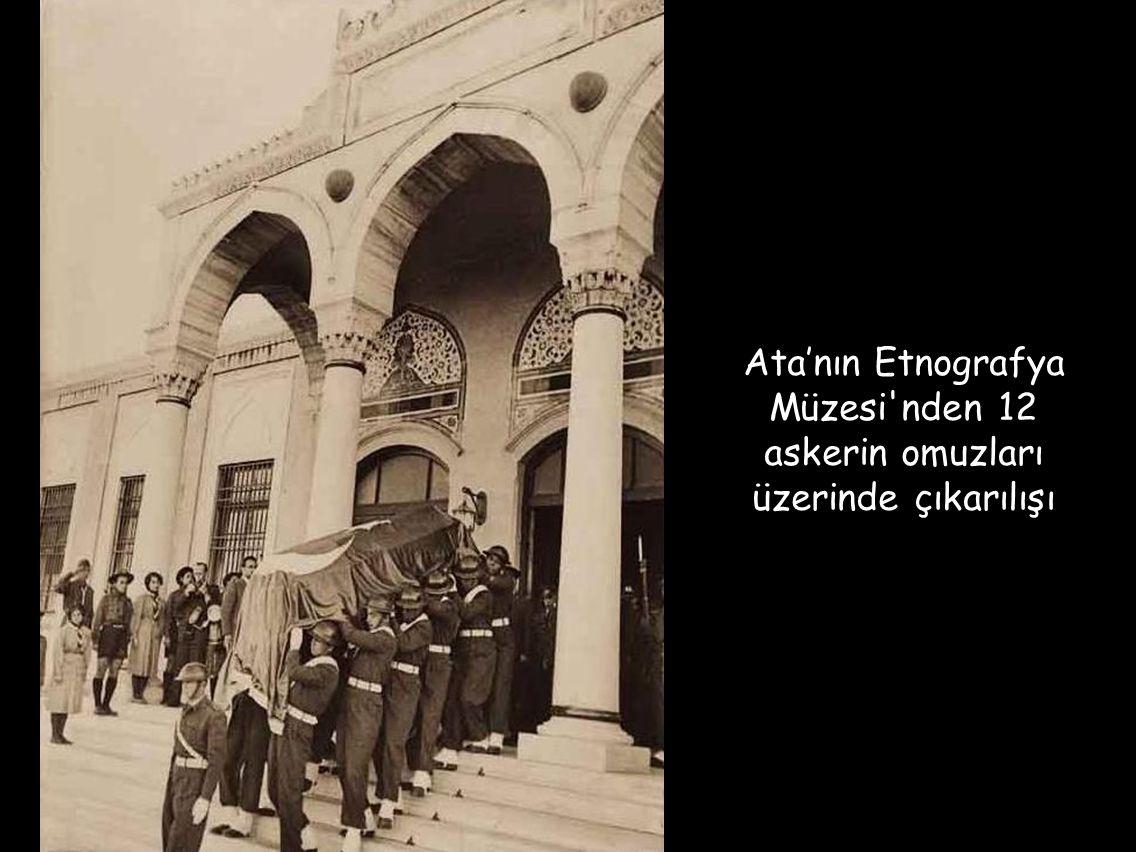 Ata'nın Etnografya Müzesi nden 12 askerin omuzları üzerinde çıkarılışı