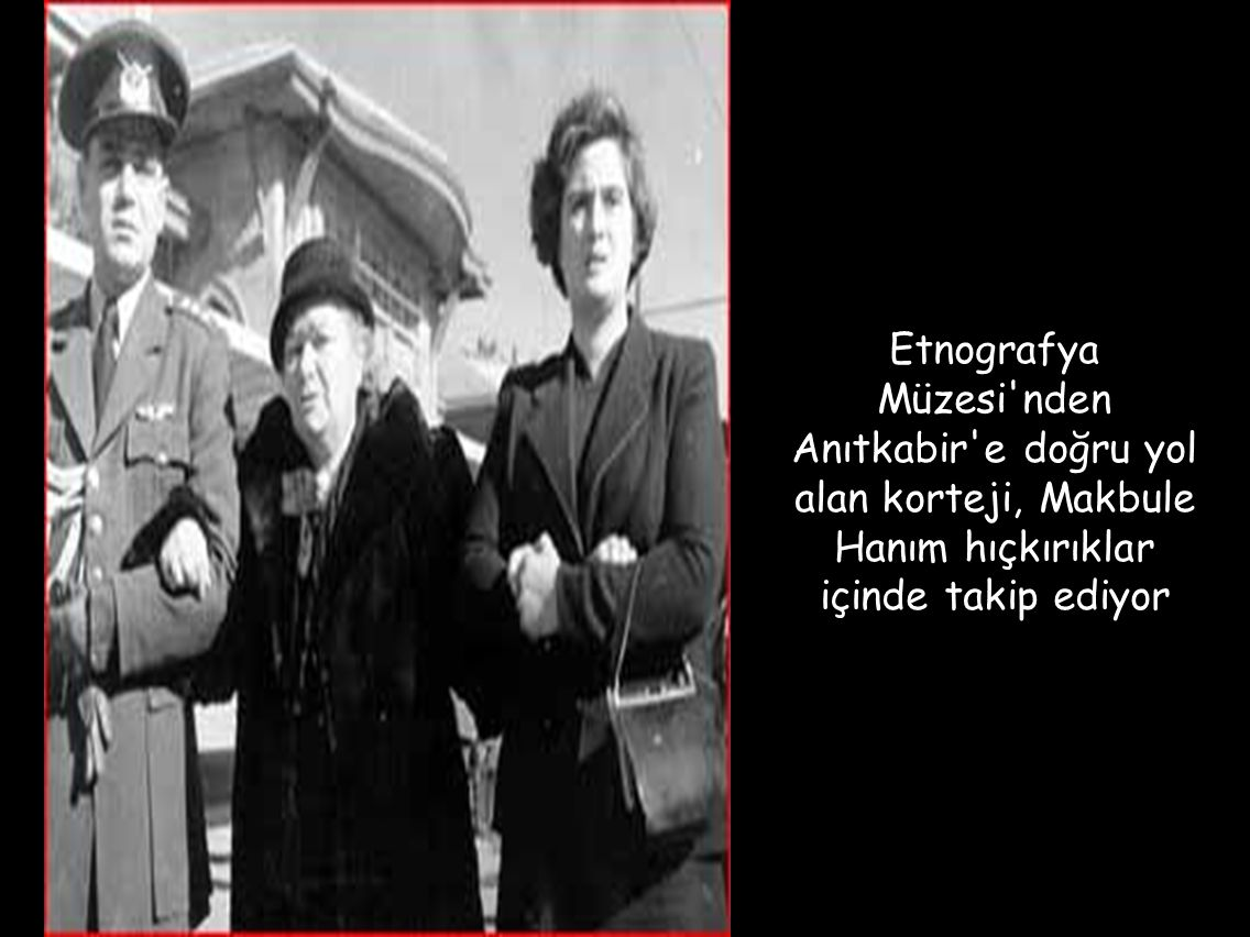 Etnografya Müzesi'nden Anıtkabir'e doğru yol alan korteji, Makbule Hanım hıçkırıklar içinde takip ediyor
