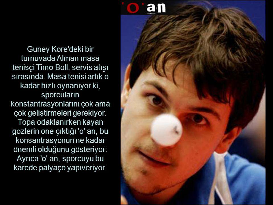 Güney Kore'deki bir turnuvada Alman masa tenisçi Timo Boll, servis atışı sırasında. Masa tenisi artık o kadar hızlı oynanıyor ki, sporcuların konstant