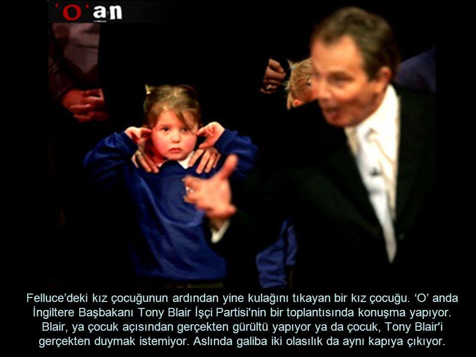 Felluce'deki kız çocuğunun ardından yine kulağını tıkayan bir kız çocuğu. 'O' anda İngiltere Başbakanı Tony Blair İşçi Partisi'nin bir toplantısında k
