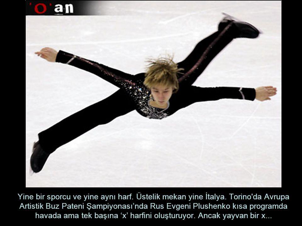 Yine bir sporcu ve yine aynı harf. Üstelik mekan yine İtalya. Torino'da Avrupa Artistik Buz Pateni Şampiyonası'nda Rus Evgeni Plushenko kısa programda