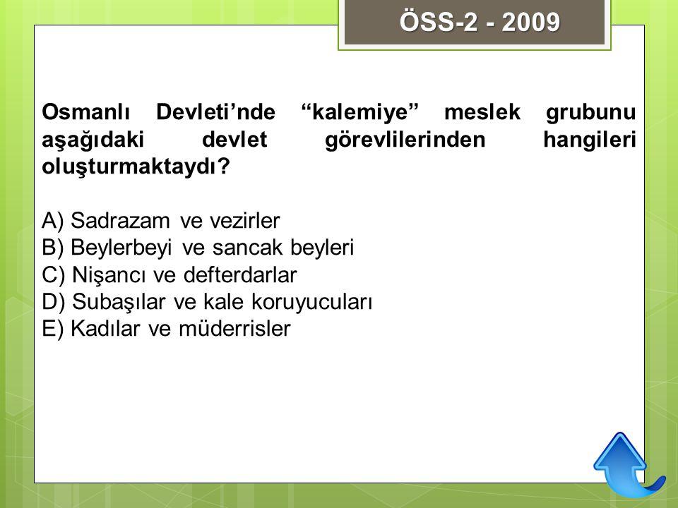 """Osmanlı Devleti'nde """"kalemiye"""" meslek grubunu aşağıdaki devlet görevlilerinden hangileri oluşturmaktaydı? A) Sadrazam ve vezirler B) Beylerbeyi ve san"""