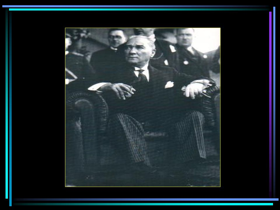Cumhurbaşkanı Atatürk, Üçüncü Türk Dil Kurultayında bir grup delege ile birlikte (Ağustos 1936)