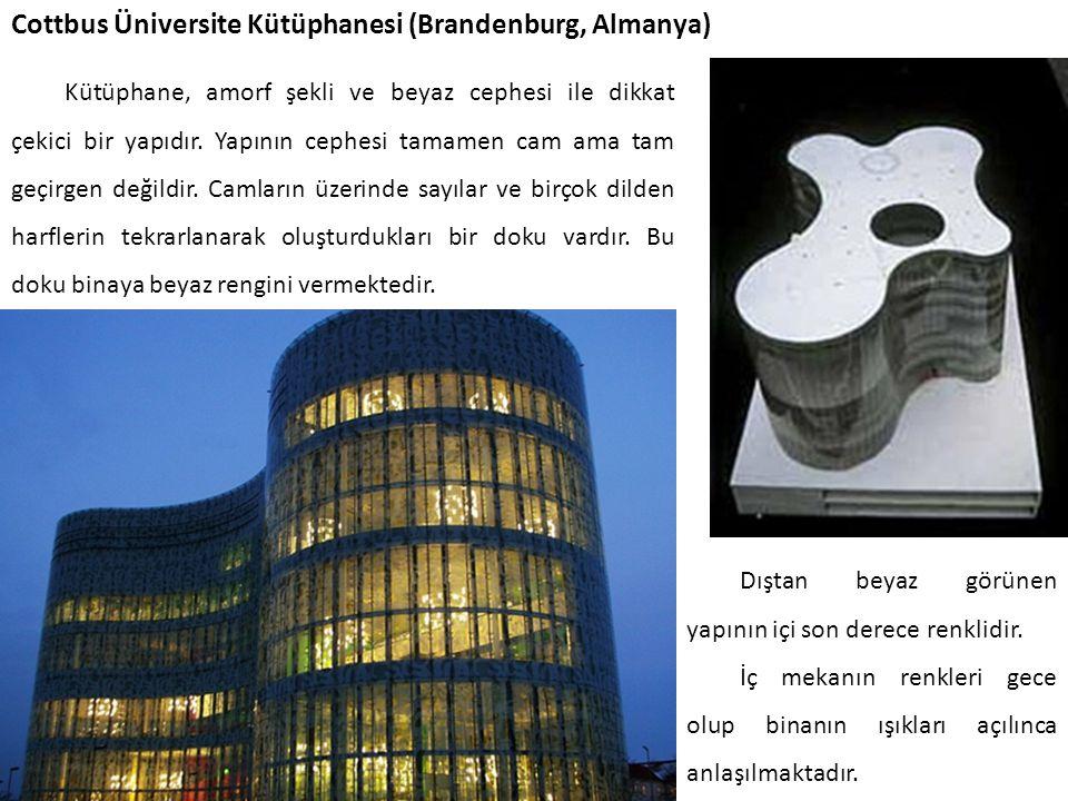 Cottbus Üniversite Kütüphanesi (Brandenburg, Almanya) Kütüphane, amorf şekli ve beyaz cephesi ile dikkat çekici bir yapıdır. Yapının cephesi tamamen c