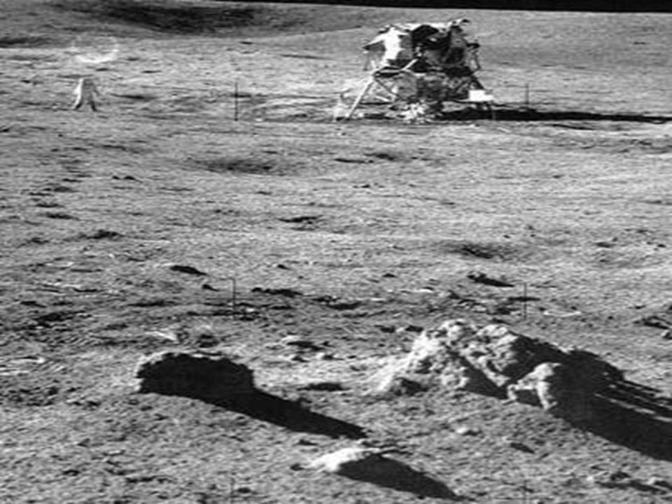 •Oysa bu resimde Ay Modülünün ayağının yere batmadığını görebilirsiniz.