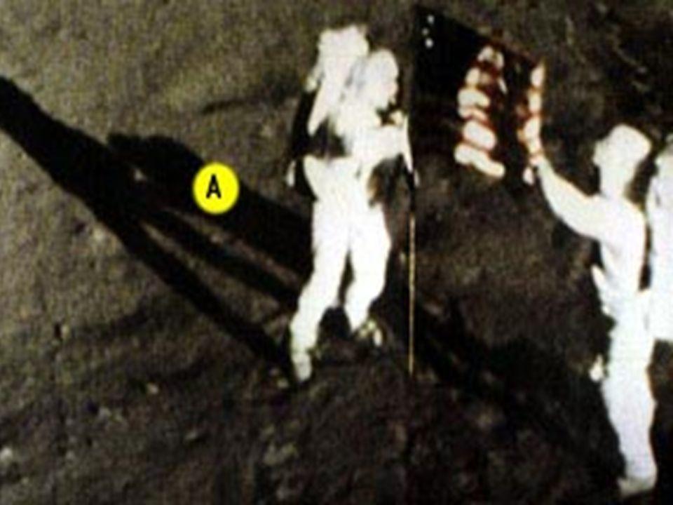 •Bu yandaki resimde ise gölgede kalan astronot tamamen karanlık olması gerekirken açıkça aydınlık görünüyor!