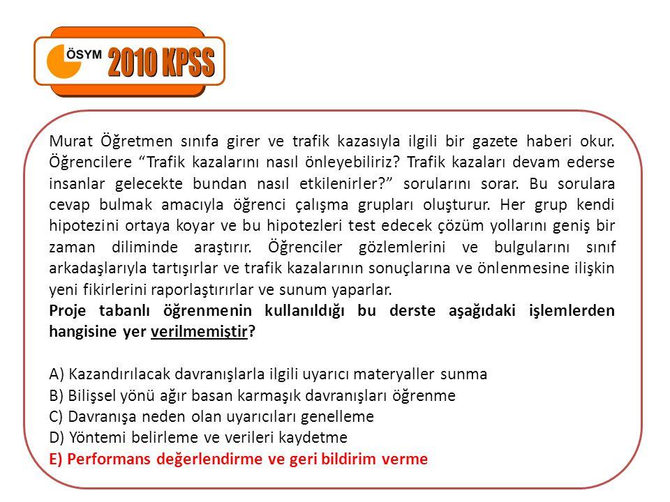 Murat Öğretmen sınıfa girer ve trafik kazasıyla ilgili bir gazete haberi okur.