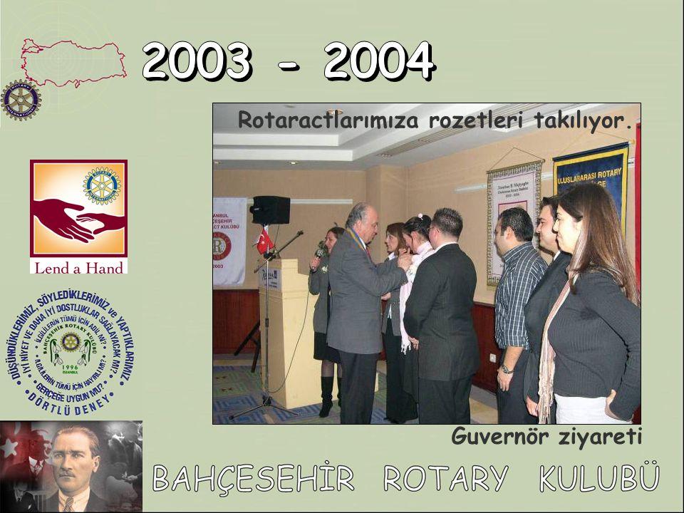 Rotaractlarımıza rozetleri takılıyor.. Guvernör ziyareti