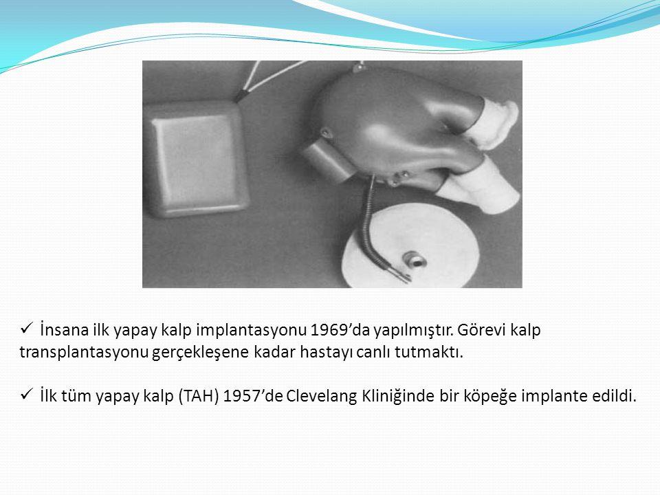  İnsana ilk yapay kalp implantasyonu 1969'da yapılmıştır. Görevi kalp transplantasyonu gerçekleşene kadar hastayı canlı tutmaktı.  İlk tüm yapay kal