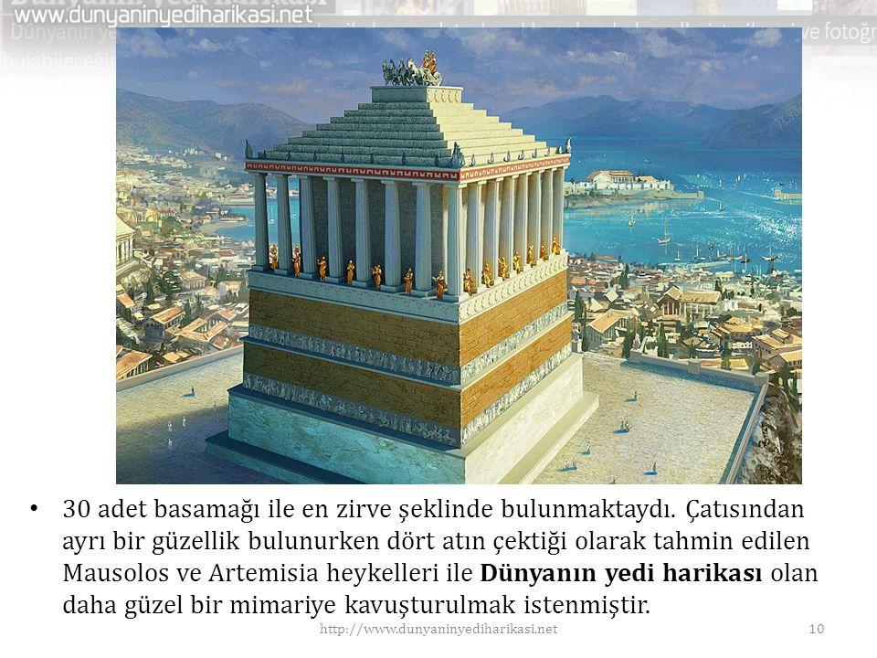 • 30 adet basamağı ile en zirve şeklinde bulunmaktaydı. Çatısından ayrı bir güzellik bulunurken dört atın çektiği olarak tahmin edilen Mausolos ve Art