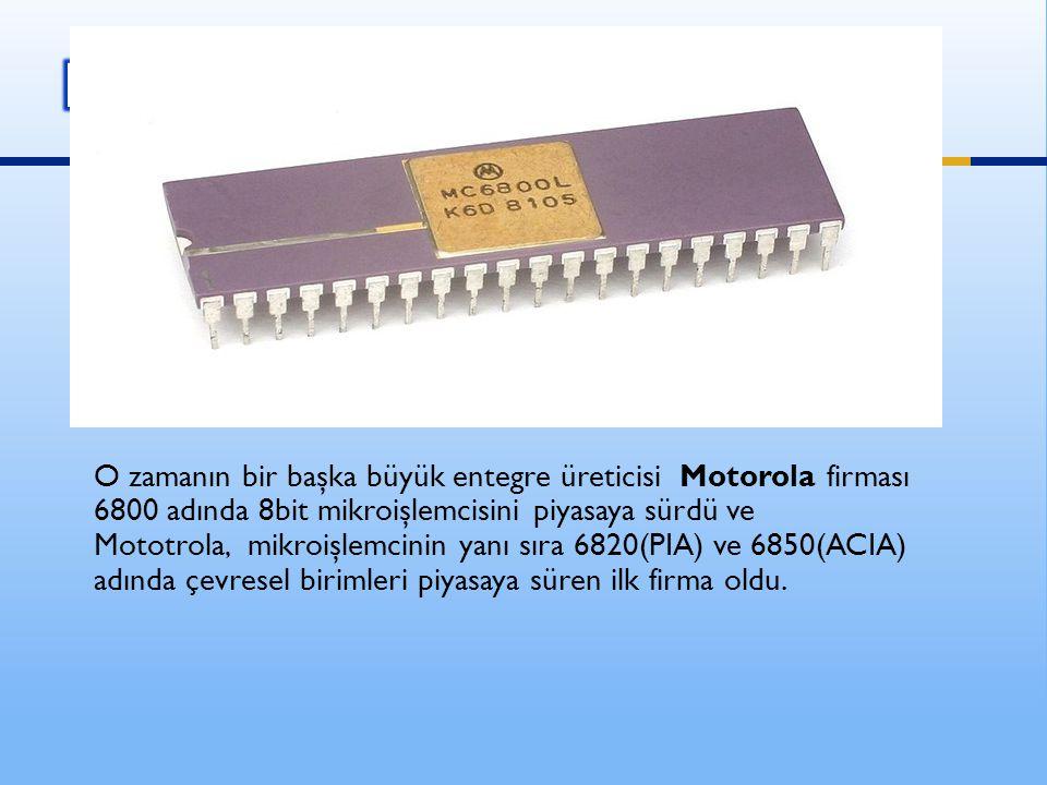 O zamanın bir başka büyük entegre üreticisi Motorola firması 6800 adında 8bit mikroişlemcisini piyasaya sürdü ve Mototrola, mikroişlemcinin yanı sıra 6820(PIA) ve 6850(ACIA) adında çevresel birimleri piyasaya süren ilk firma oldu.