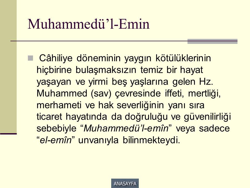 Muhammedü'l-Emin  Câhiliye döneminin yaygın kötülüklerinin hiçbirine bulaşmaksızın temiz bir hayat yaşayan ve yirmi beş yaşlarına gelen Hz. Muhammed