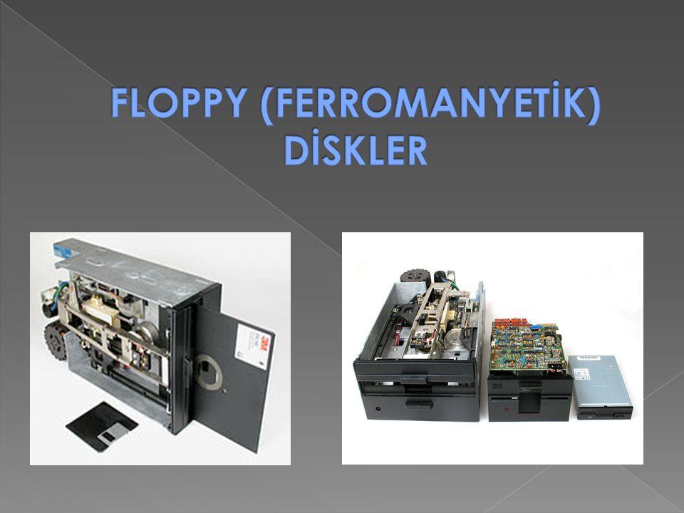 Disket sürücüler, ses kaset teybine benzer olarak metal kaplı dairesel küçük bir plastiğe bilgi yazan ve o parçadan bilgi okuyan kayıt cihazlardır.