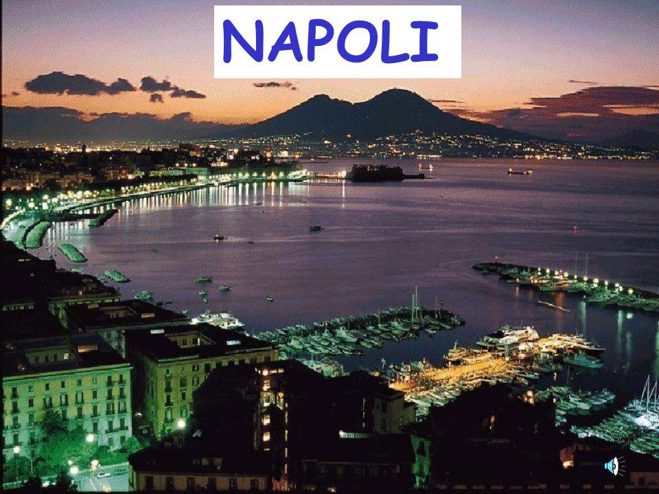 Napoli Nuovo Kalesi Her şeye rağmen, sıcakkanlı insanları ile, deniziyle, şehrin göbeğindeki kalesiyle, bir tarafta tarihi binaları bir tarafta Harlem havasındaki sokakları ile garip bir büyüye sahip bir şehir NAPOLİ...