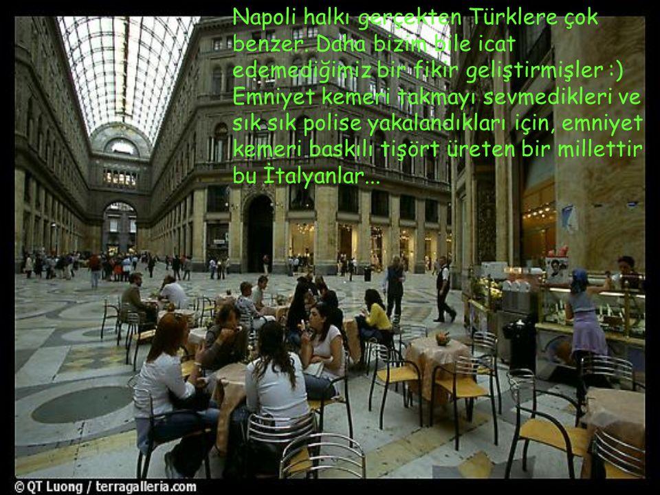 Napoli halkı gerçekten Türklere çok benzer. Daha bizim bile icat edemediğimiz bir fikir geliştirmişler :) Emniyet kemeri takmayı sevmedikleri ve sık s