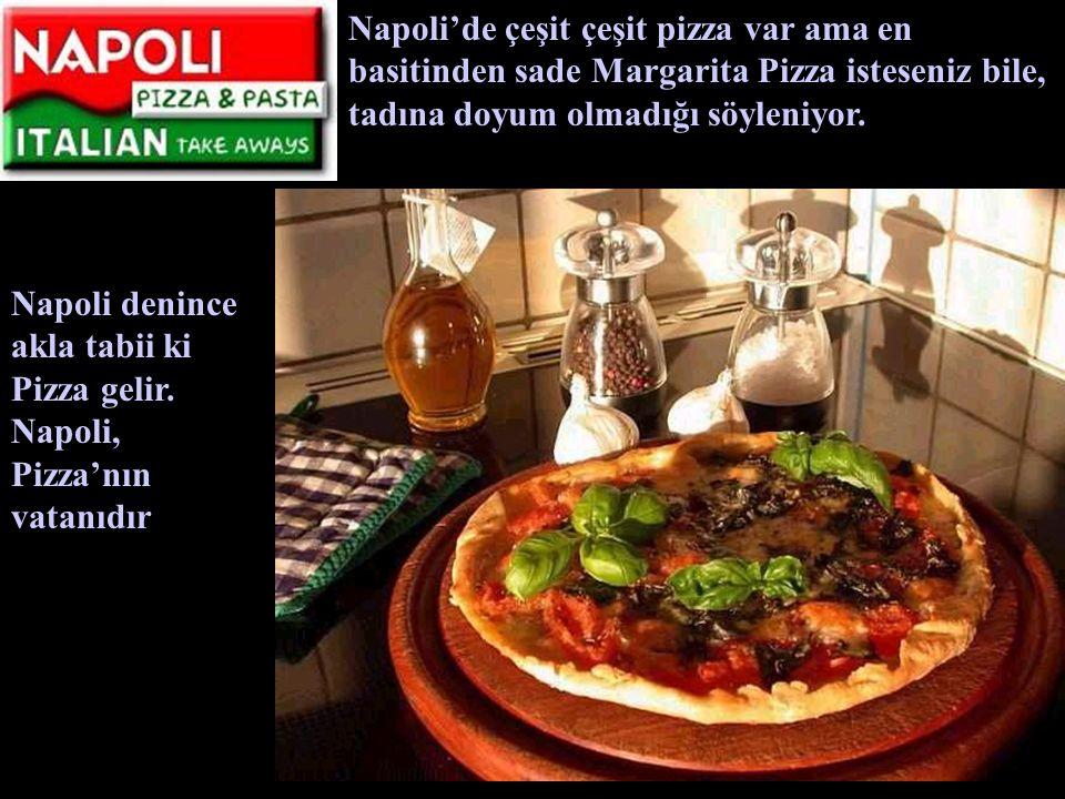 Napoli denince akla tabii ki Pizza gelir. Napoli, Pizza'nın vatanıdır Napoli'de çeşit pizza var ama en basitinden sade Margarita Pizza isteseniz bile,