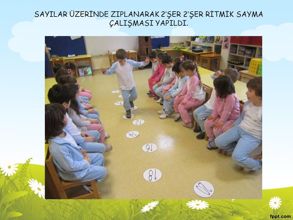 SAYILAR ÜZERİNDE ZIPLANARAK 2'ŞER 2'ŞER RİTMİK SAYMA ÇALIŞMASI YAPILDI.