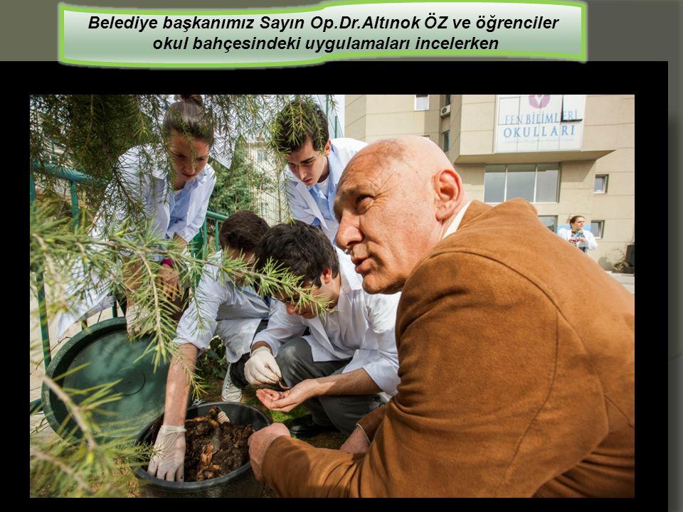 Belediye başkanımız Sayın Op.Dr.Altınok ÖZ ve öğrenciler okul bahçesindeki uygulamaları incelerken